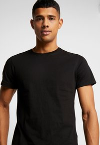 Jack & Jones - JORBASIC CREW NECK 5 PACK  - T-shirt - bas - black - 4