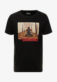 Jack & Jones - JORTHESHINING TEE CREW NECK - T-shirt med print - tap shoe - 3