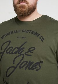 Jack & Jones - JORBASIC TEE 2-PACK PRINT COLOR - Jednoduché triko - forest night packed with total ecli - 4