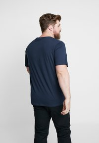 Jack & Jones - JORBASIC TEE 2-PACK PRINT COLOR - Jednoduché triko - forest night packed with total ecli - 3