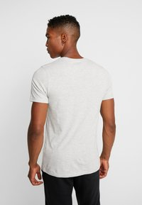 Jack & Jones - JORNEPSEN TEE CREW NECK - T-shirt med print - light grey melange - 2