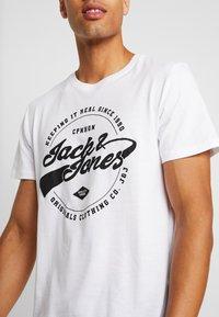 Jack & Jones - JORBASIC TEE 2PACK - T-shirt con stampa - white/ black - 5