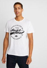 Jack & Jones - JORBASIC TEE 2PACK - T-shirt con stampa - white/ black - 1