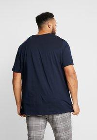 Jack & Jones - JCOANGLE TEE CREW NECK - Print T-shirt - sky captain - 2