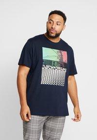 Jack & Jones - JCOANGLE TEE CREW NECK - Print T-shirt - sky captain - 0