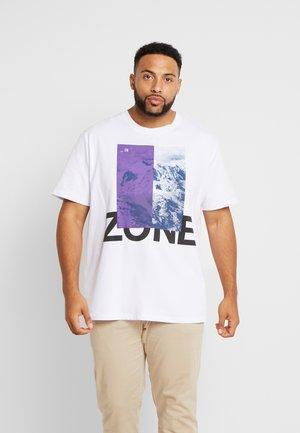 JCOHALF TEE - T-shirt z nadrukiem - white