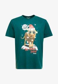 Jack & Jones - JORJINGLE  - T-shirt med print - sea moss - 4