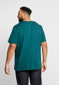 Jack & Jones - JORJINGLE  - T-shirt med print - sea moss - 2