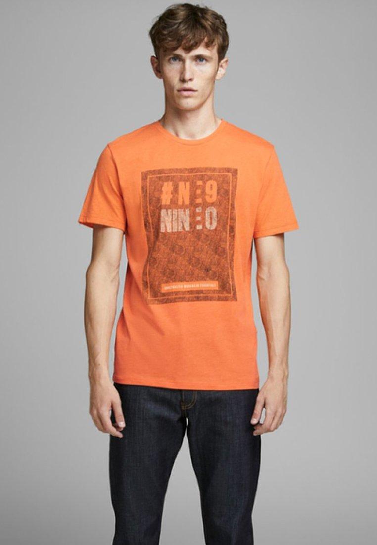Jack & Jones T-shirt z nadrukiem - vibrant orange