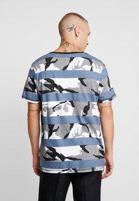 Jack & Jones - JCOMIGO TEE  - Print T-shirt - china blue - 2
