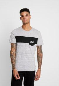 Jack & Jones - JCOSCOOP TEE CREW NECK SLIM - T-Shirt print - light grey melange - 0
