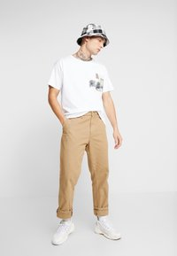 Jack & Jones - JORPASTE TEE CREW NECK  - T-shirts med print - white - 1