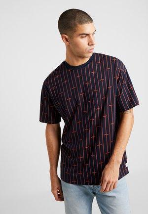 JORDOUG TEE CREW NECK - Camiseta estampada - navy blazer