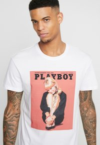 Jack & Jones - JORPLAYBOY TEE CREW NECK - Triko s potiskem - white/relaxed orange - 5