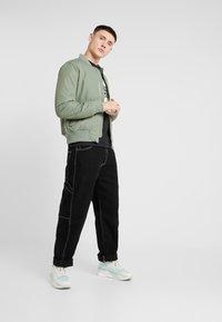 Jack & Jones - JORMUSTO TEE CREW NECK - T-Shirt print - tap shoe - 1
