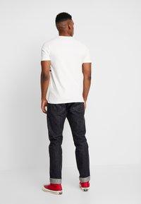 Jack & Jones - JORCAINE TEE CREW NECK SLIM FIT - T-shirt imprimé - cloud dancer - 2