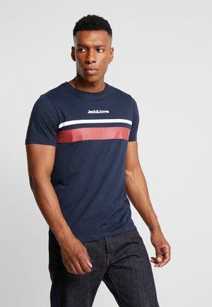 JORCAINE TEE CREW NECK SLIM FIT - T-shirt z nadrukiem - navy blazer