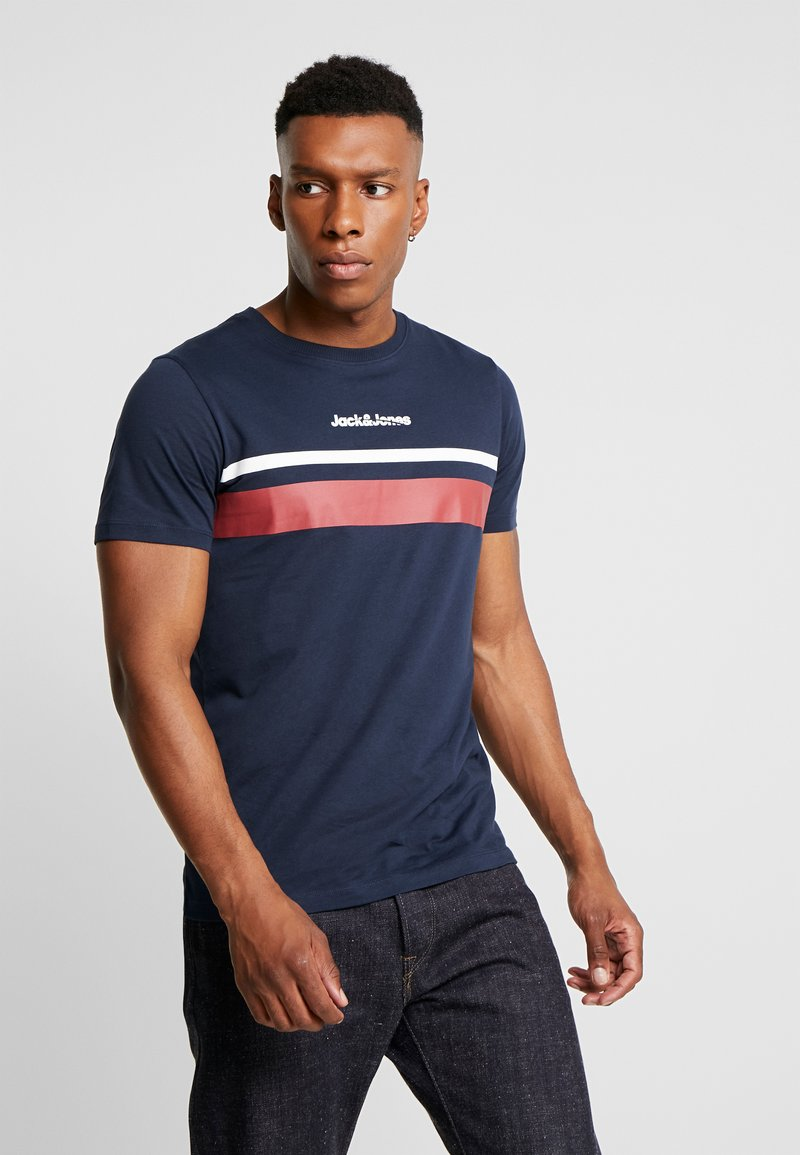 Jack & Jones - JORCAINE TEE CREW NECK SLIM FIT - T-shirt med print - navy blazer