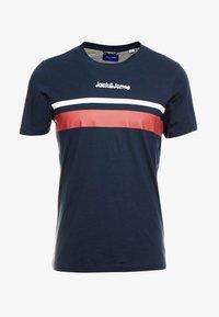 Jack & Jones - JORCAINE TEE CREW NECK SLIM FIT - T-shirt med print - navy blazer - 3