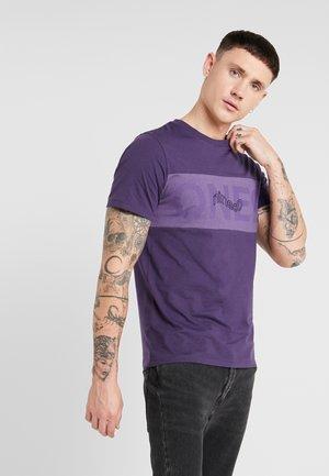 JCOPAULO TEE SLIM FIT - Print T-shirt - purple