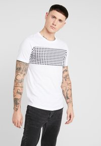 Jack & Jones - JCOHERKULES TEE CREW NECK SLIM FIT - Print T-shirt - white - 0