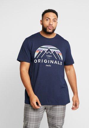 JORNEBRASKA TEE CREW NECK - Print T-shirt - navy blazer