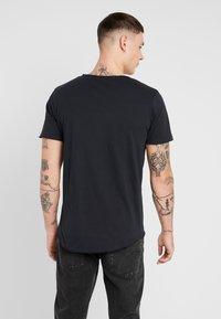Jack & Jones - JORMOULDER TEE CREW NECK - T-shirt print - tap shoe - 2