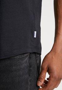 Jack & Jones - JORBOLD TEE CREW NECK REGULAR - Basic T-shirt - tap shoe - 3