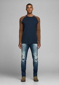 Jack & Jones - Långärmad tröja - navy blazer - 1