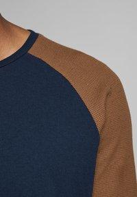 Jack & Jones - Långärmad tröja - navy blazer - 5