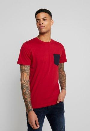 JCOPHOTO TEE  CREW NECK - T-Shirt print - rio red