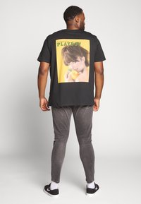 Jack & Jones - JORPLAYBOY TEE CREW NECK - Print T-shirt - black - 2