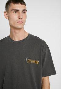 Jack & Jones - JORRISE TEE CREW NECK - Print T-shirt - tap shoe - 4