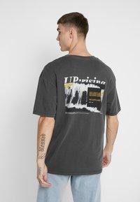 Jack & Jones - JORRISE TEE CREW NECK - Print T-shirt - tap shoe - 2