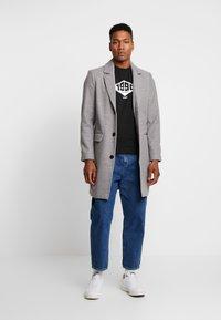 Jack & Jones - JCOBOUNCE TEE CREW NECK - T-shirt print - black - 1