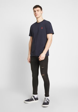JORMIRRAGE - Print T-shirt - navy blazer/relaxed fit