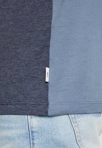 Jack & Jones - JCOEAGLE TEE CREW NECK SLIM FIT - Printtipaita - china blue - 4