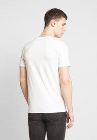 Jack & Jones - JORHAYES TEE  CREW NECK - T-Shirt print - white - 2