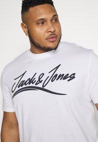 Jack & Jones - JORFLEXER 2 PACK - Print T-shirt - navy blazer/white - 5