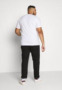 Jack & Jones - JORFLEXER 2 PACK - Print T-shirt - navy blazer/white - 3
