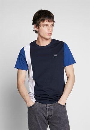 JCOHENRIC TEE CREW NECK - T-Shirt print - sky captain
