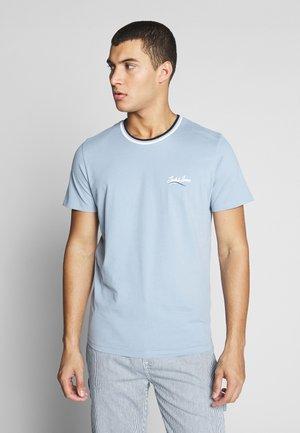 JORRINGER TEE CREW NECK  - T-shirt z nadrukiem - ashley blue