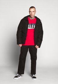 Jack & Jones - JCOSHAUN  - Printtipaita - chinese red - 1