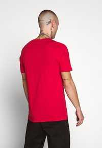 Jack & Jones - JCOSHAUN  - Printtipaita - chinese red - 2