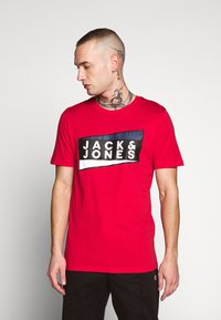 Jack & Jones - JCOSHAUN  - Printtipaita - chinese red - 0