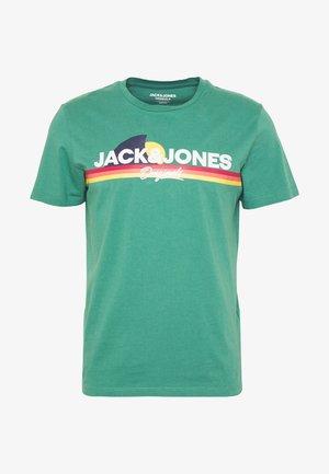 JORVENTURE - Camiseta estampada - green