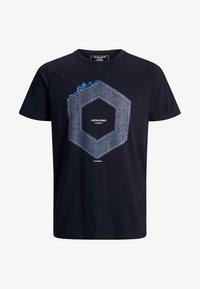 Jack & Jones - JCOTUTAN TEE CREW NECK - T-shirt z nadrukiem - sky captain - 6