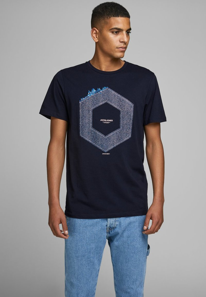 Jack & Jones - JCOTUTAN TEE CREW NECK - T-shirt z nadrukiem - sky captain