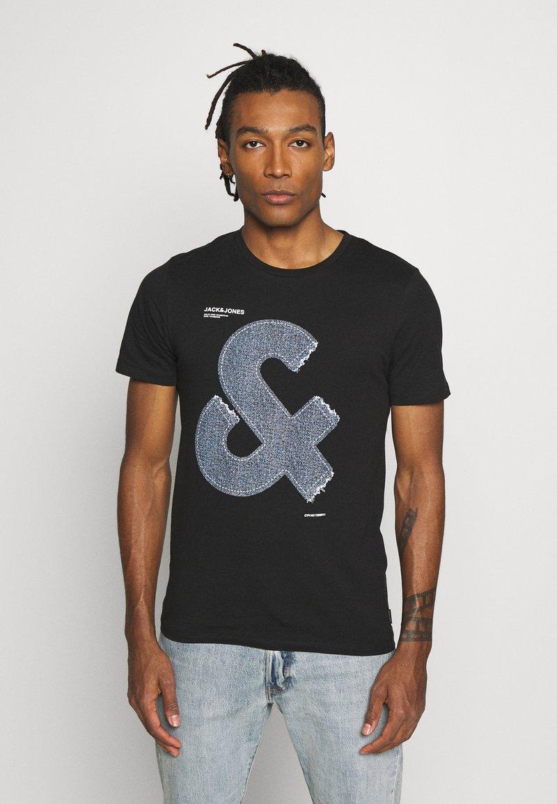Jack & Jones - JCOTUTAN TEE CREW NECK - T-shirt z nadrukiem - black