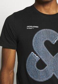 Jack & Jones - JCOTUTAN TEE CREW NECK - T-shirt z nadrukiem - black - 4